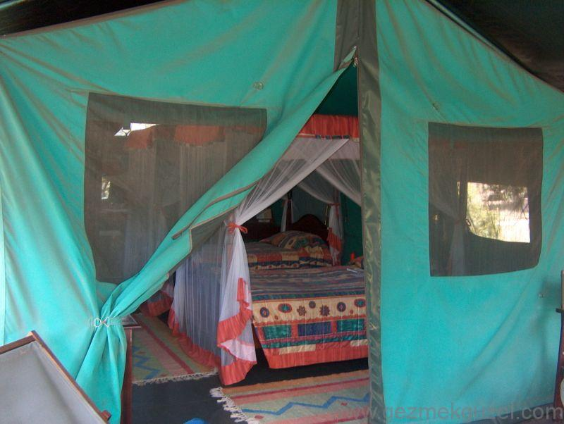 Kenya Safari Kampında Konaklama
