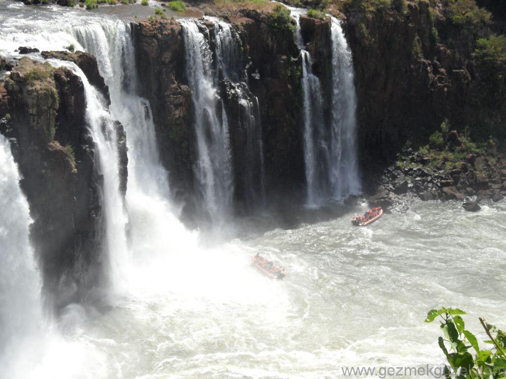 İgasu Şelalesinde Tekneler, Iguazu Şelaleleri, Brezilya Gezisi Notları