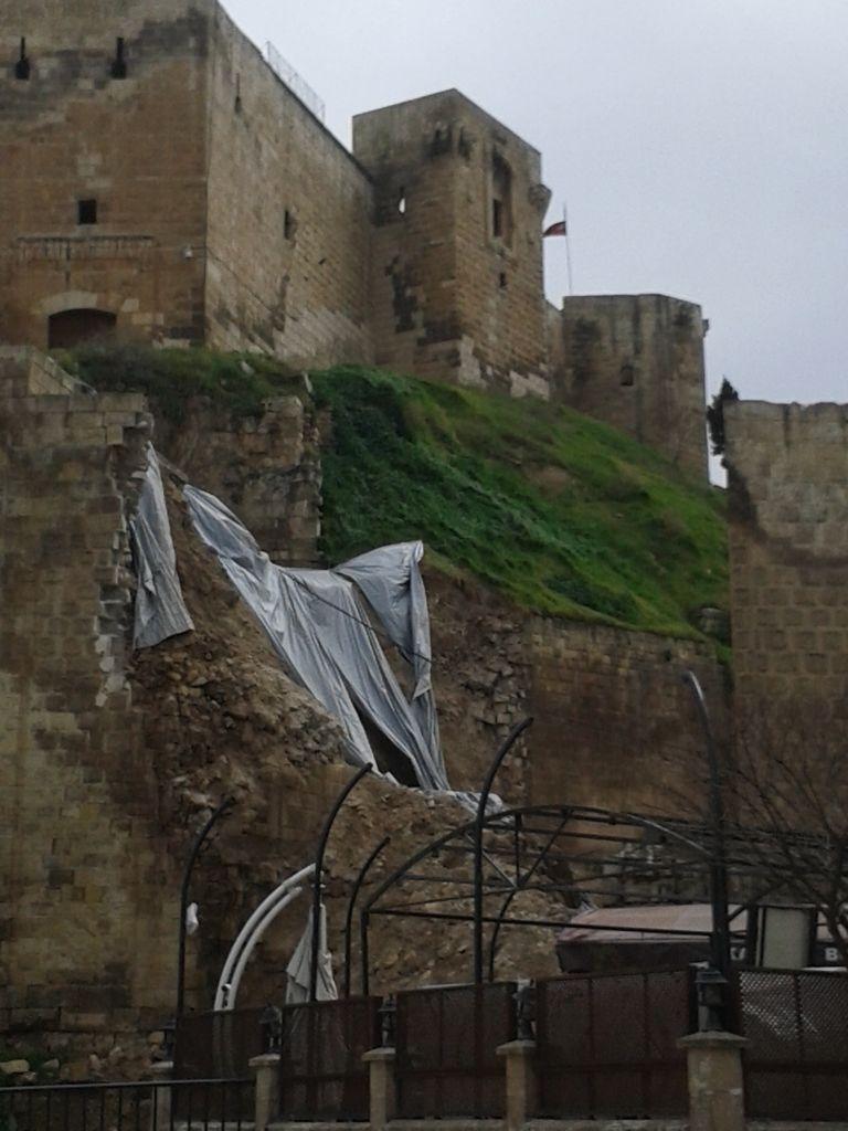 Yıkılmış Kale ve Müze Girişi