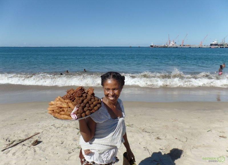 Tamatave Sahilinde Seyyar Satıcı