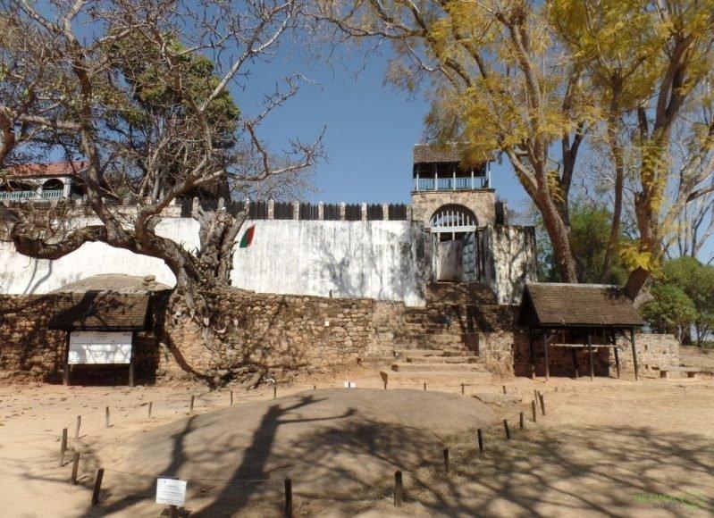 Kraliyet Sarayı Rova Tören alanı, Antananarivo Gezilecek Yerler