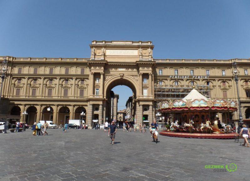 Piazza Della Repubblica, Floransa Gezilecek Yerler