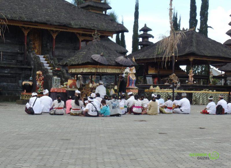 Pura Ulun Danu Batur'da Hindu Ayini, Ubud Gezilecek Yerler, Bali Gezisi