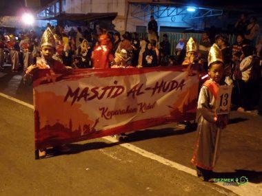 Geçit törenini bekliyorlar, Yogyakarta'da Bayram Kutlaması