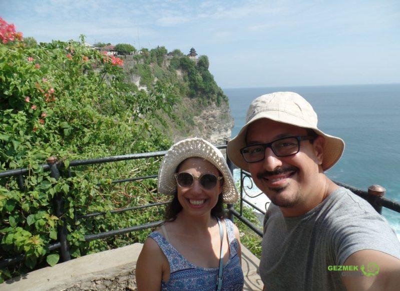 Biz ve arkamızda Pura Luhur Uluwatu, Endonezya Tapınakları