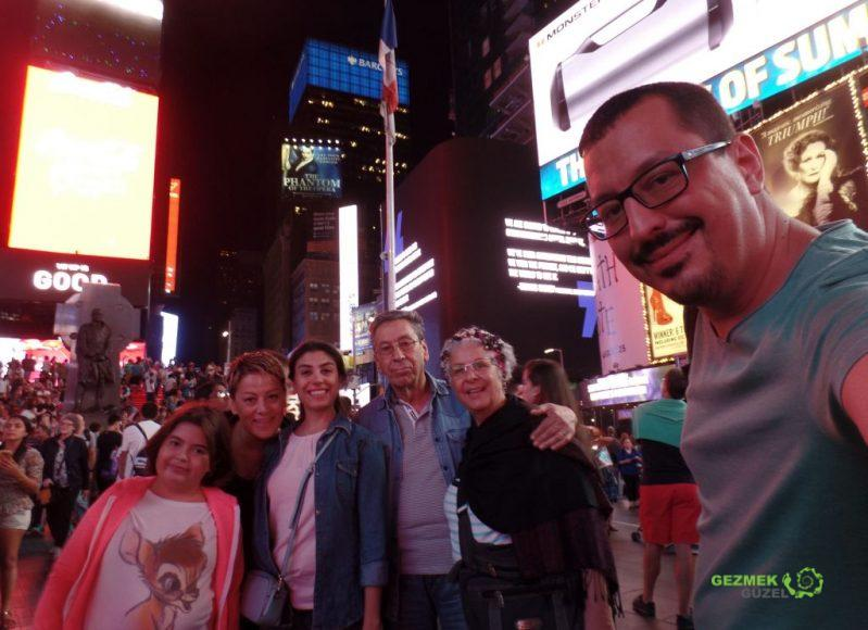 New York gece hayatının merkezi Times meydanı, New York Gezi Notları