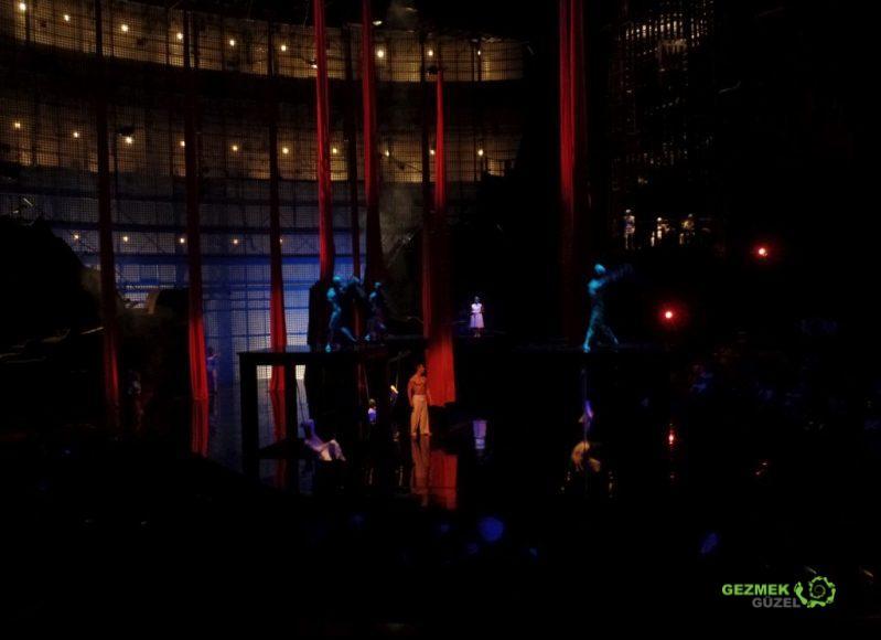 Orlando Gezi Rehberi, Cirque du Soleil, La Nouba