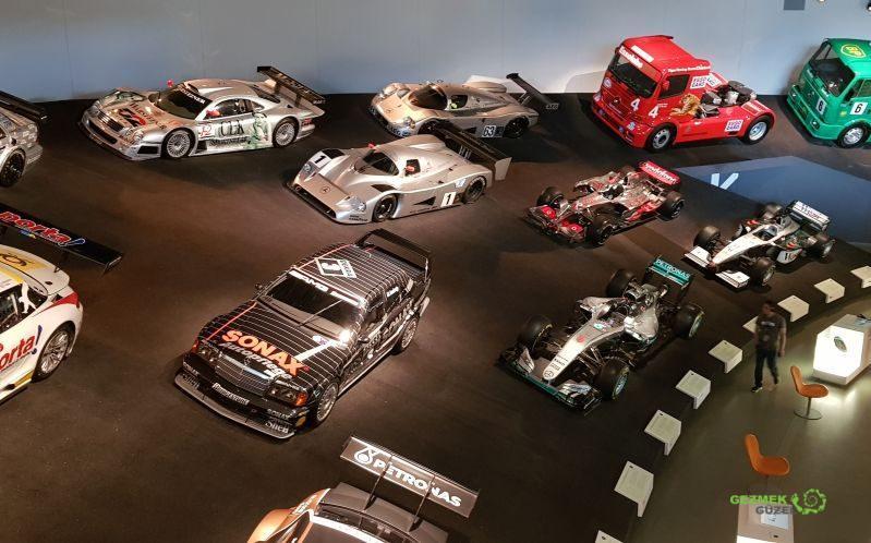 Mercedes Müzesi, yarış arabası katı