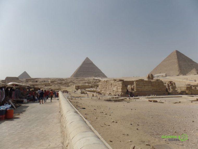Gize Piramitleri ve Sfenks, Kahire Gezilecek Yerler
