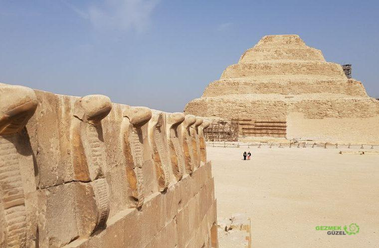 Saqqara Basamaklı Piramit, Kahire Gezilecek Yerler
