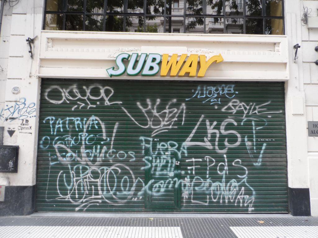 Arjantin'de dükkan kepenkleri