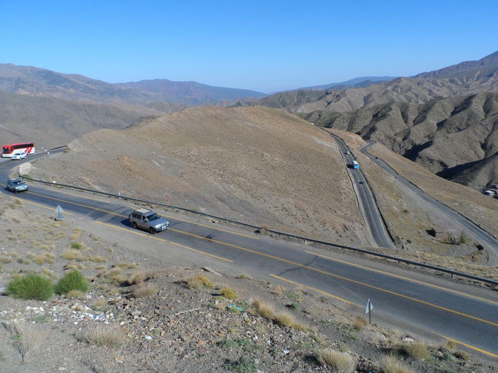 Atlas Dağlarının virajlı yolları