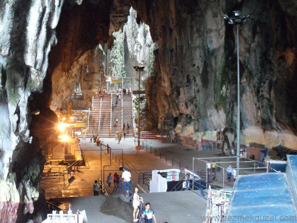 Batu Mağaralarında, Malezya Gezilecek Yerler