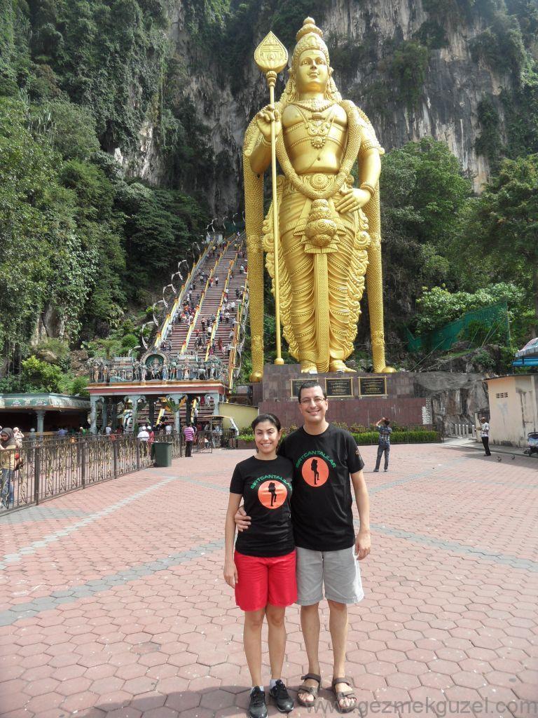 Batu Mağarası Önünde, Kuala Lumpur Gezisi Notları