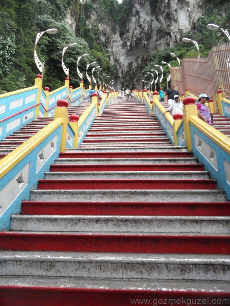 Batu Mağarası Merdivenleri, Kuala Lumpur Görülmesi Gerekenler