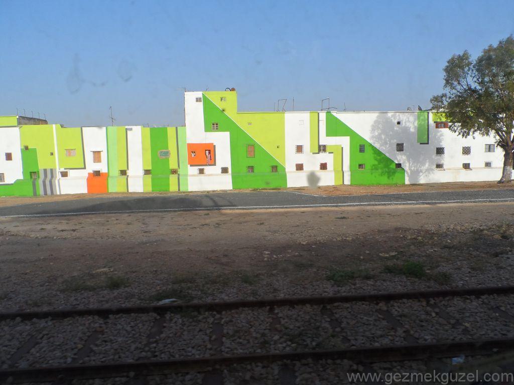 Fas Gezisi Notları, Rengarenk Boyalı Evler