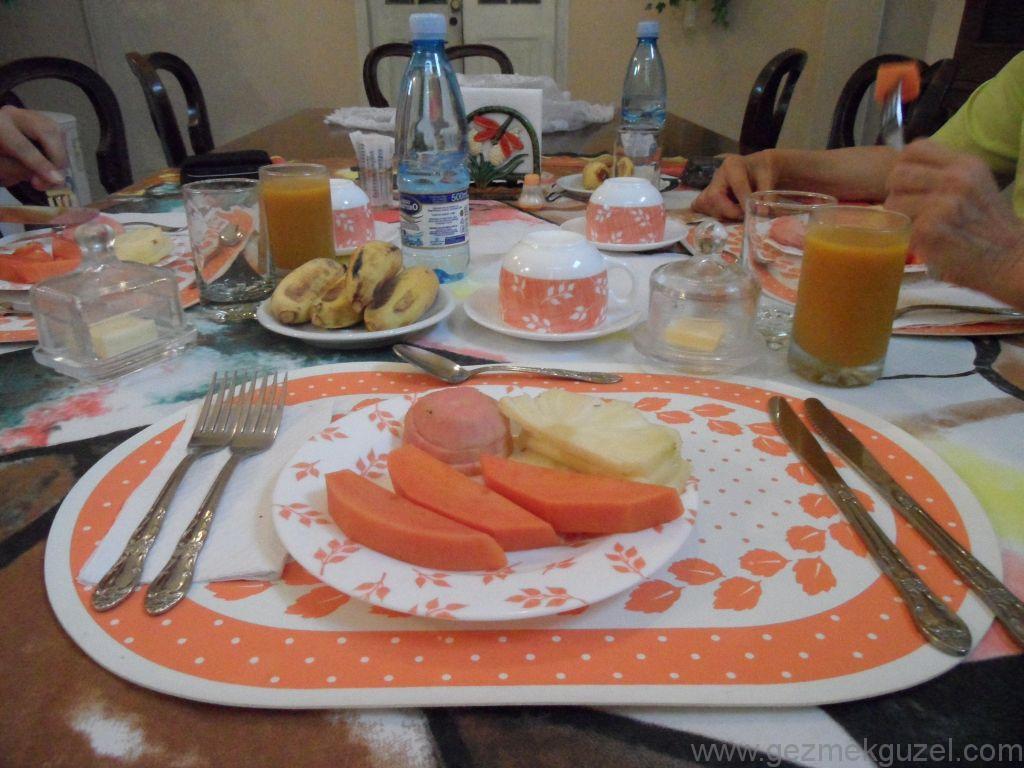 Küba Gezisi Notları, Havana Gezilecek Yerler, Küba'da Kahvaltı