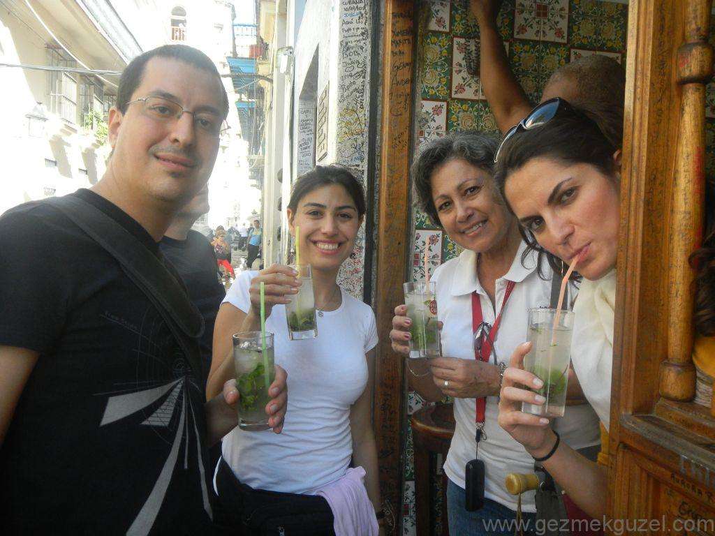 Küba Gezisi Notları, Havana Gezilecek Yerler, La Bodeguita del Medio barında mojito