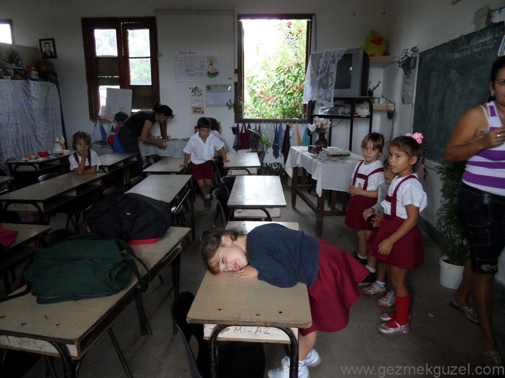 Küba Gezisi Notları, Pınar Del Rio Gezisi Notları, Vinales'de İlkokul