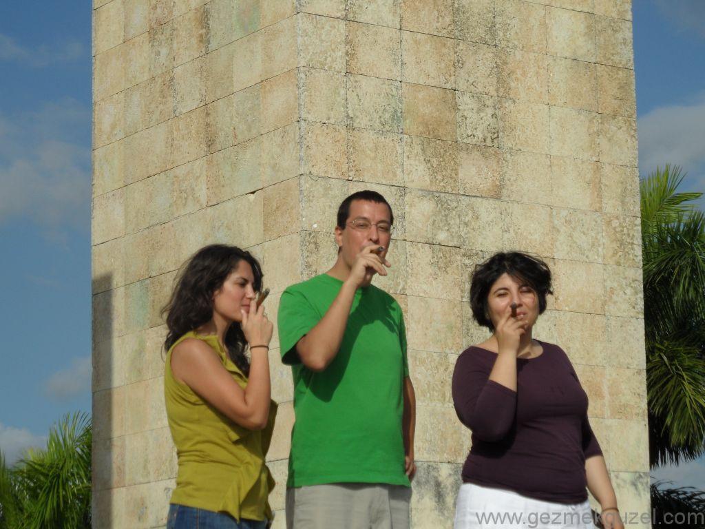 Küba Gezisi Notları, Santa Clara Gezilecek Yerler, Che Anıtı Yanında
