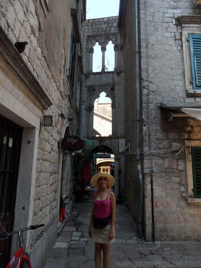 Kotor Sokaklarında, Kotor Körfezi, Eski Yugoslavya Yollarında