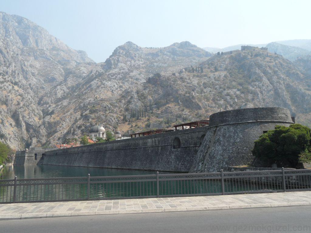Kotor Surları, Kotor Körfezi, Eski Yugoslavya Yollarında