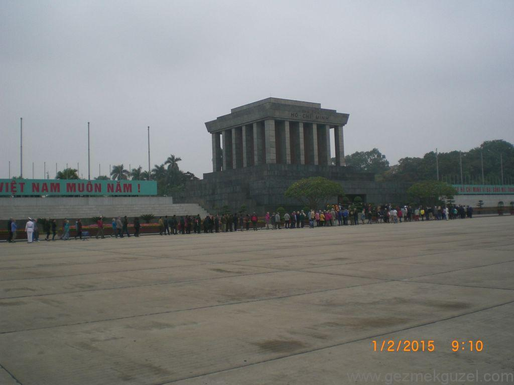 Laos - Kamboçya - Vietnam Gezisi Notları, Hanoi Gezilecek Yerler; Ho Chi Minh'in mozolesi