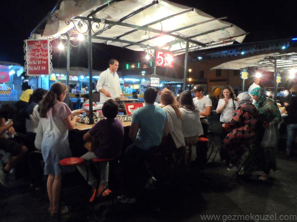 Marakeş Kıyamet Meydanı Yemek Tezgahları