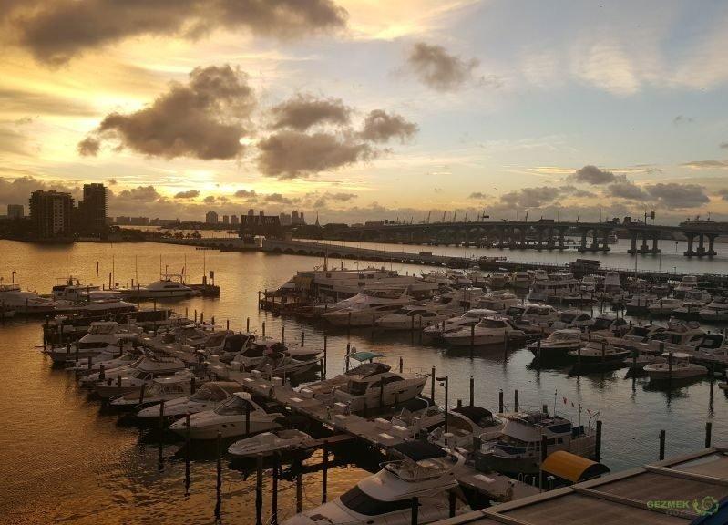 Miami'de Gün Doğumu, Karayip Gezisi Notları
