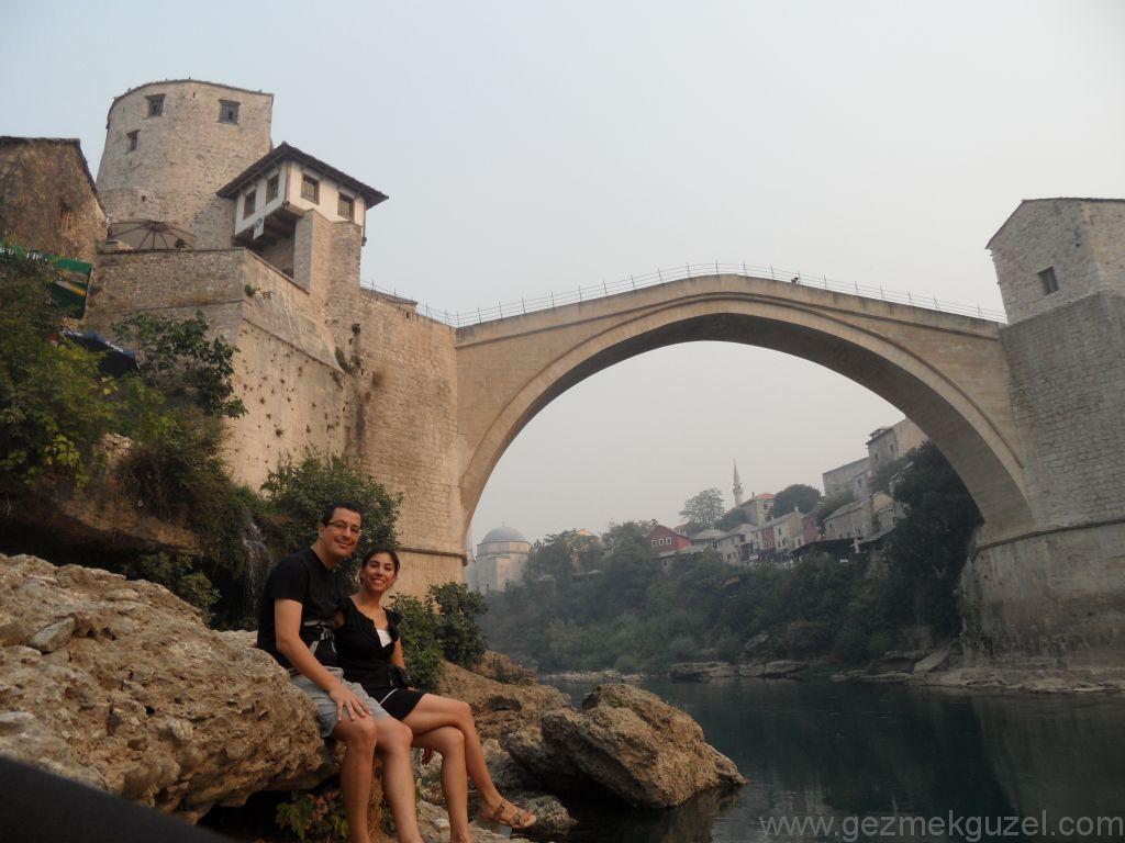 Mostar Köprüsü Önünde, Mostar Gezisi, Eski Yugoslavya Yollarında
