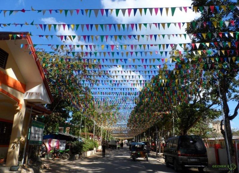 Okul önü flamalı yolu, Filipinler Gezi Notları