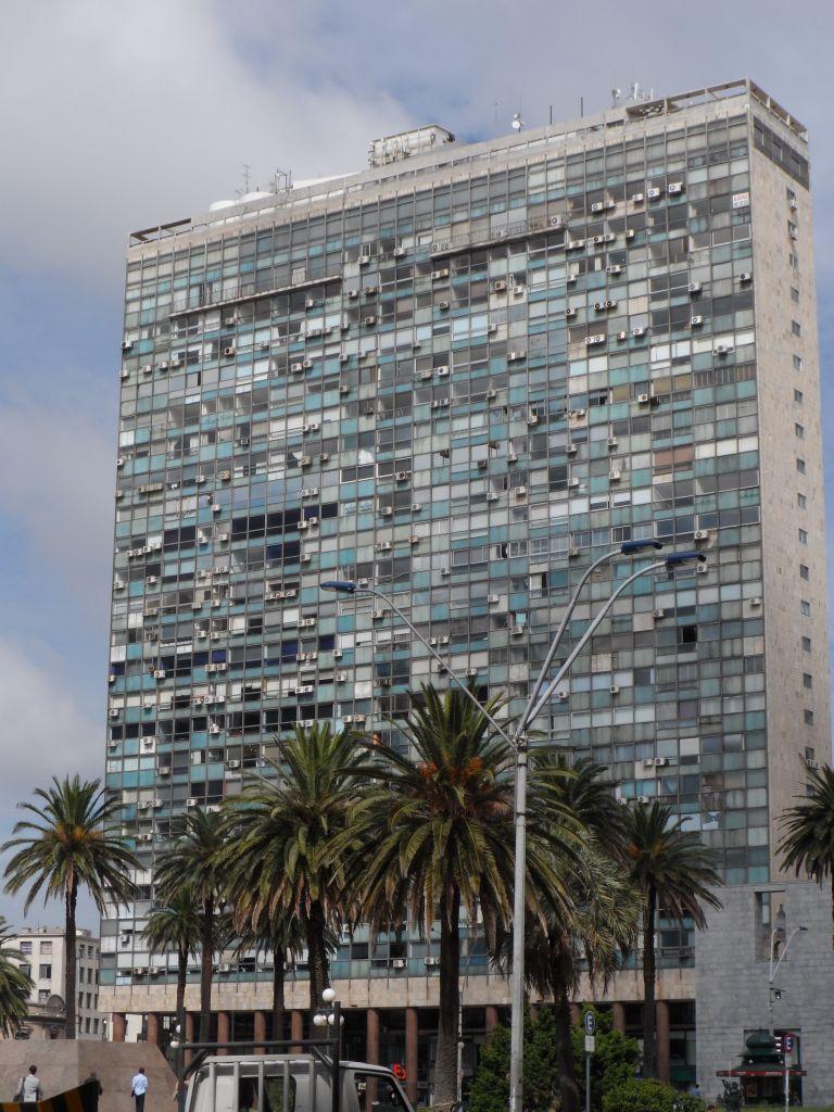 Palacio Salvo'nun tam karşısı