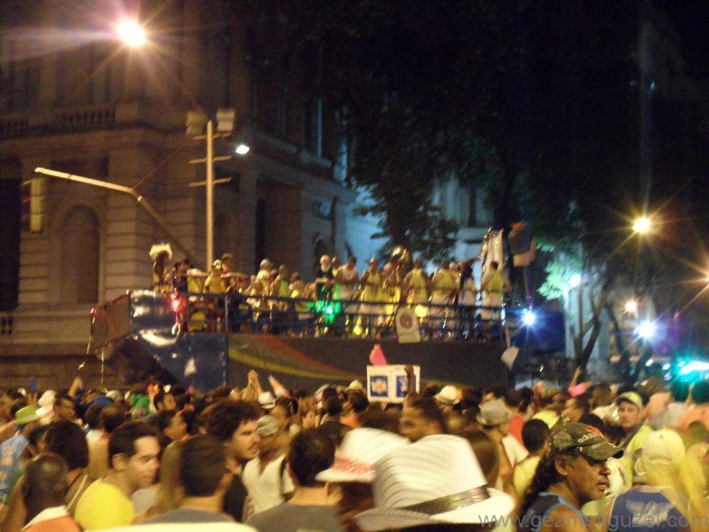 Parti Otobüsü, Rio Karnavalı, Brezilya Gezisi Notları