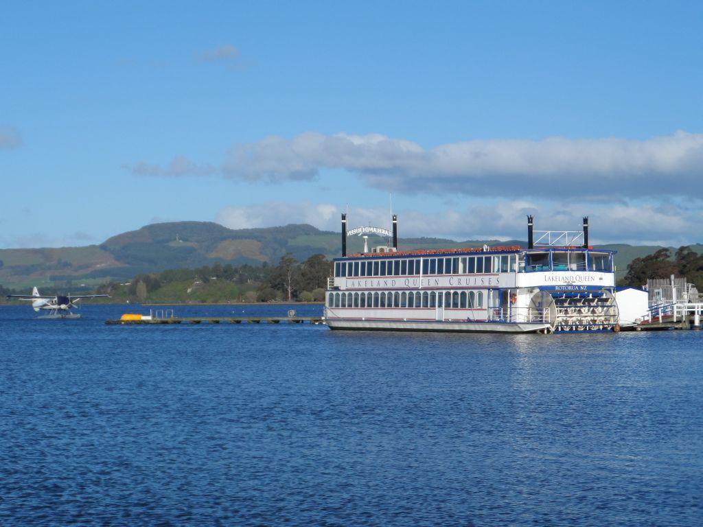 Rotorua'da göl kenarı