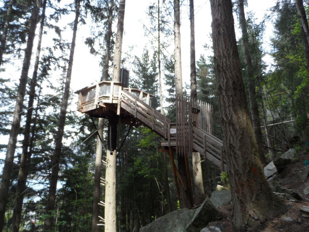 Çelik halattan kayma kulesi