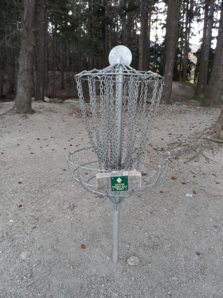 Frizbi golfü istasyonu