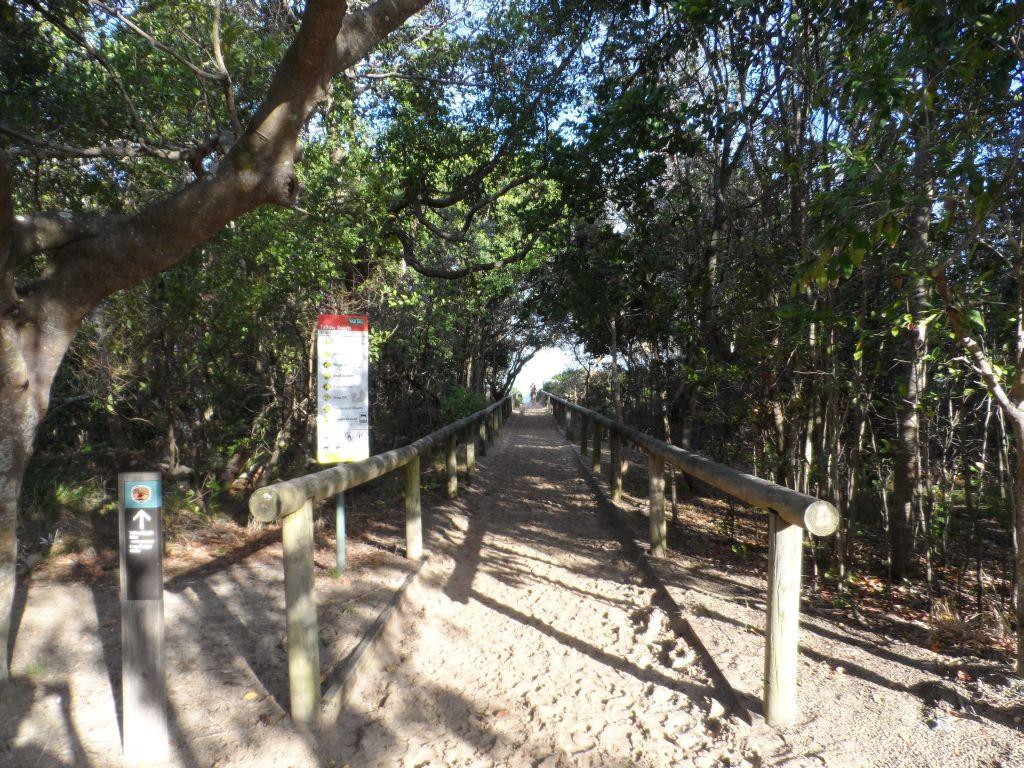 Byron Bay'de sahil girişi