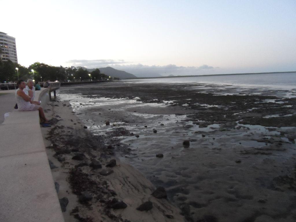 Cairns sahili, deniz kaçmış
