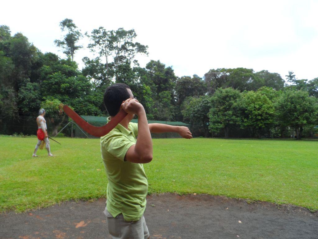 Avustralya'da Bumerang atışı yaparken