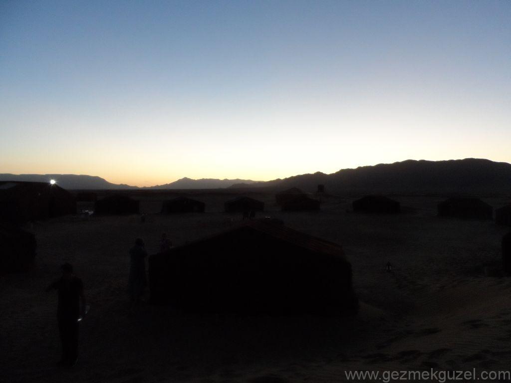 Sahra Çölünde Berberi Kampı