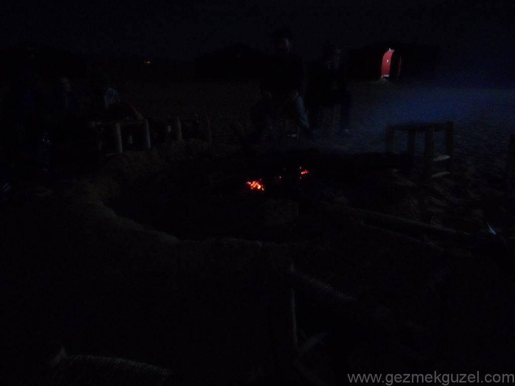 Sahra Çölünde Gece Eğlencesi