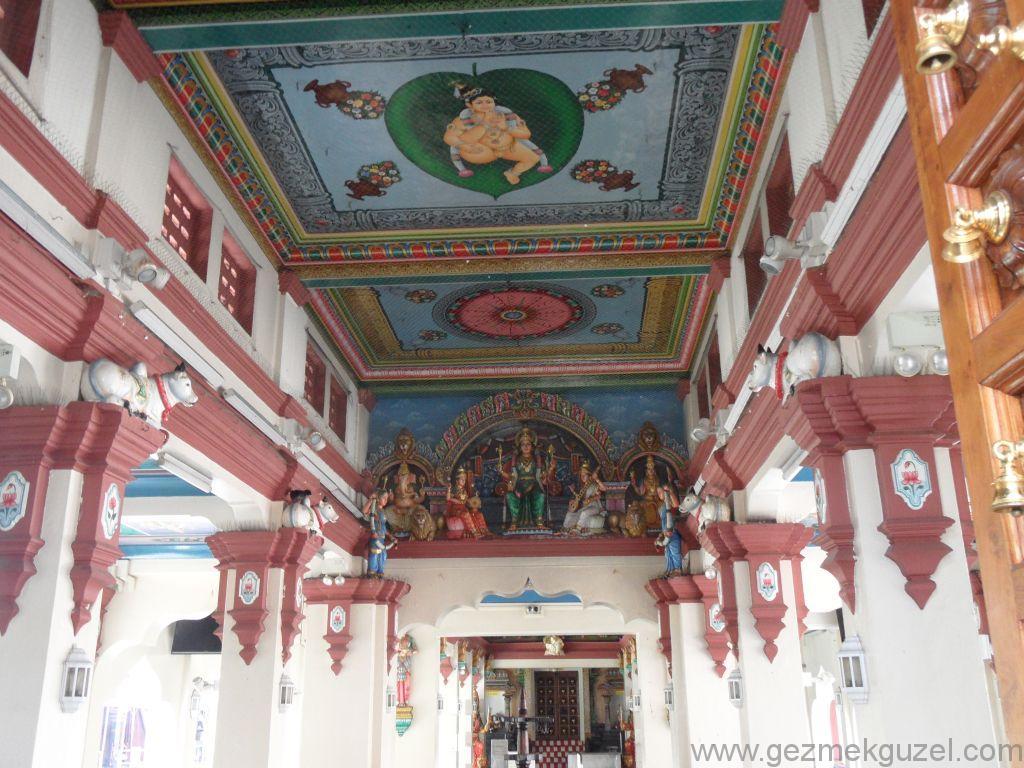 Singapur Gezilecek Yerler, Hint Mahallesi, Tapınağın içi