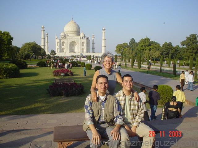 Tac Mahal Önünde, Hindistan