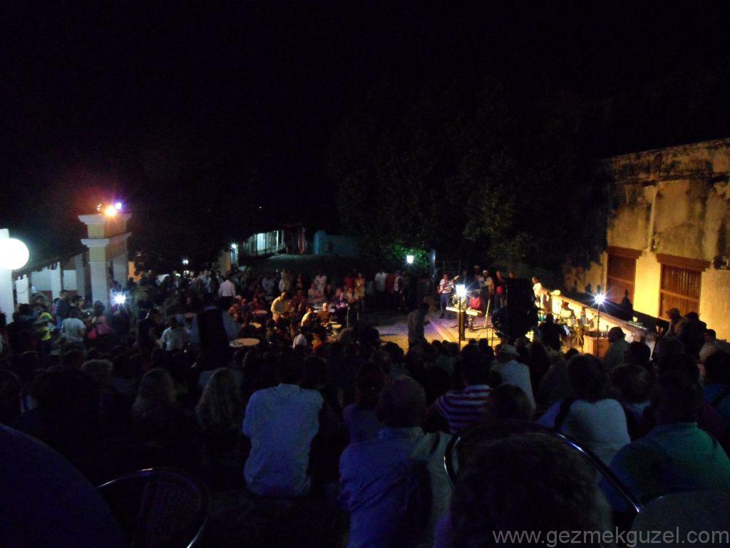 Trinidad Yapılacak Şeyler, Casa de la Musica Meydanında Müzik