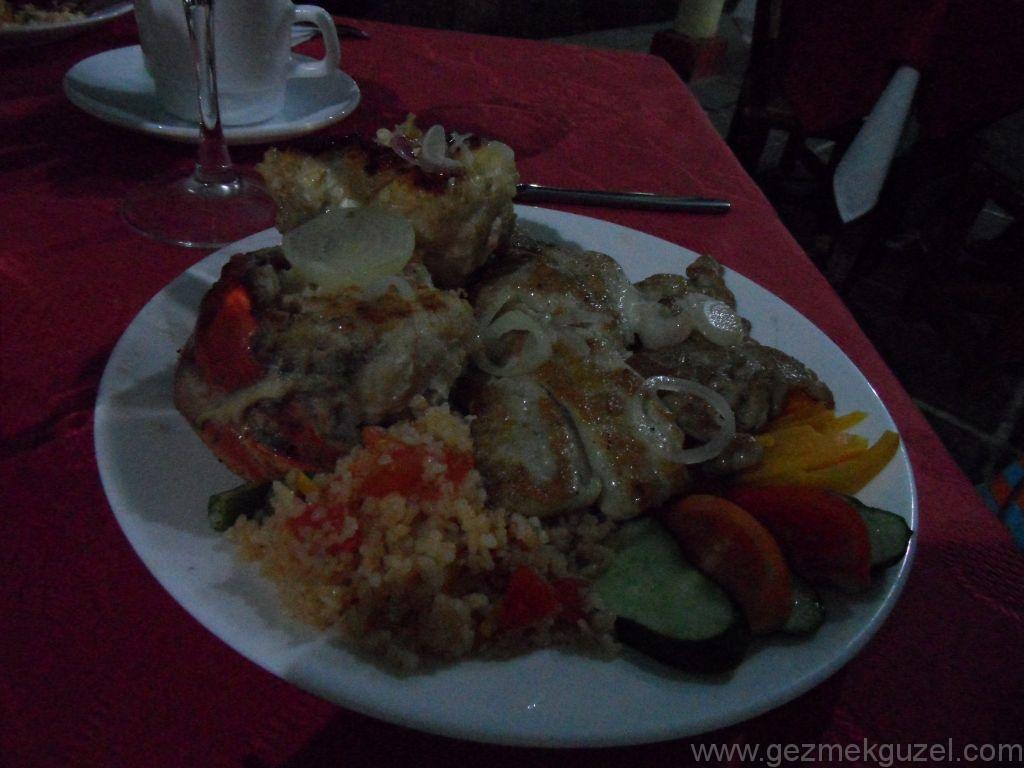 Trinidad Yapılacak Şeyler, Casa de la Musica Meydanında Yemek