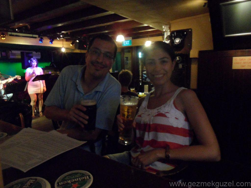 Yeniden Uzakdoğu, Singapur Gezilecek Yerler, Boat Quay'de Canlı Müzik Keyfi