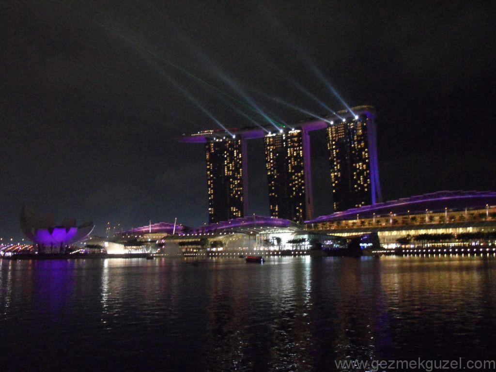 Yeniden Uzakdoğu, Singapur Gezilecek Yerler, Marina Bay Sands Gece Gösterisi