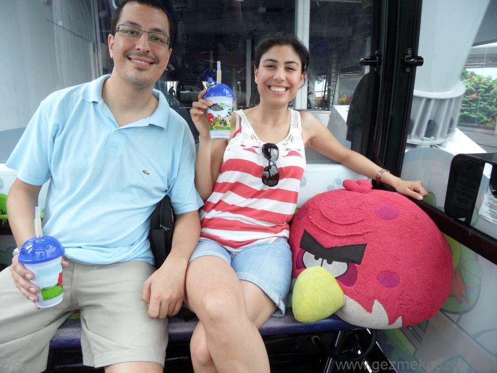 Yeniden Uzakdoğu, Singapur Gezilecek Yerler, Sentosa Adası Teleferiğinde