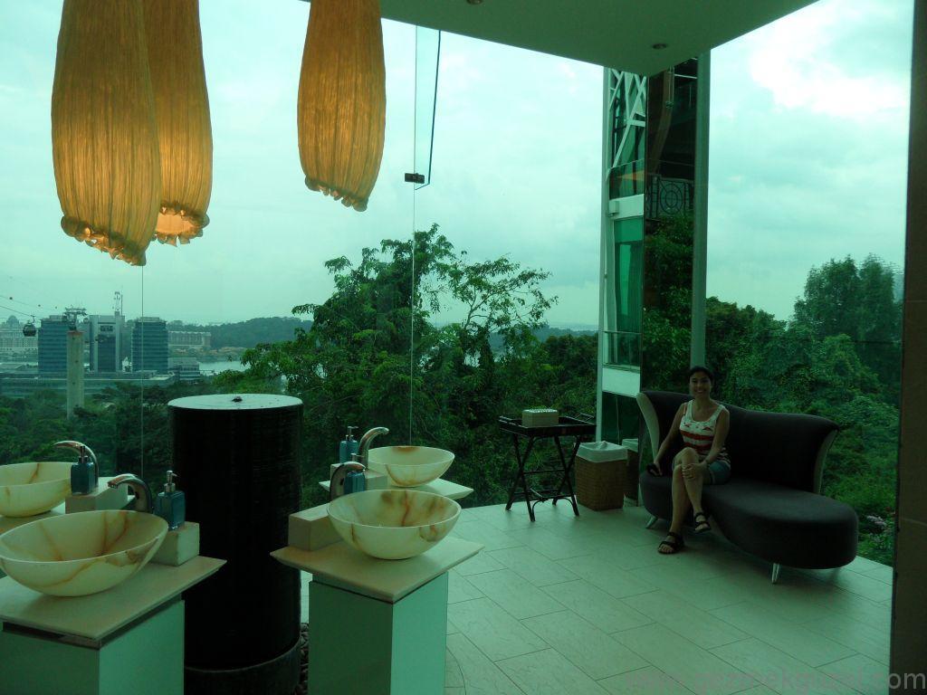 Yeniden Uzakdoğu, Singapur Gezilecek Yerler, Sentosa Adası Teleferiğinin Tuvaleti