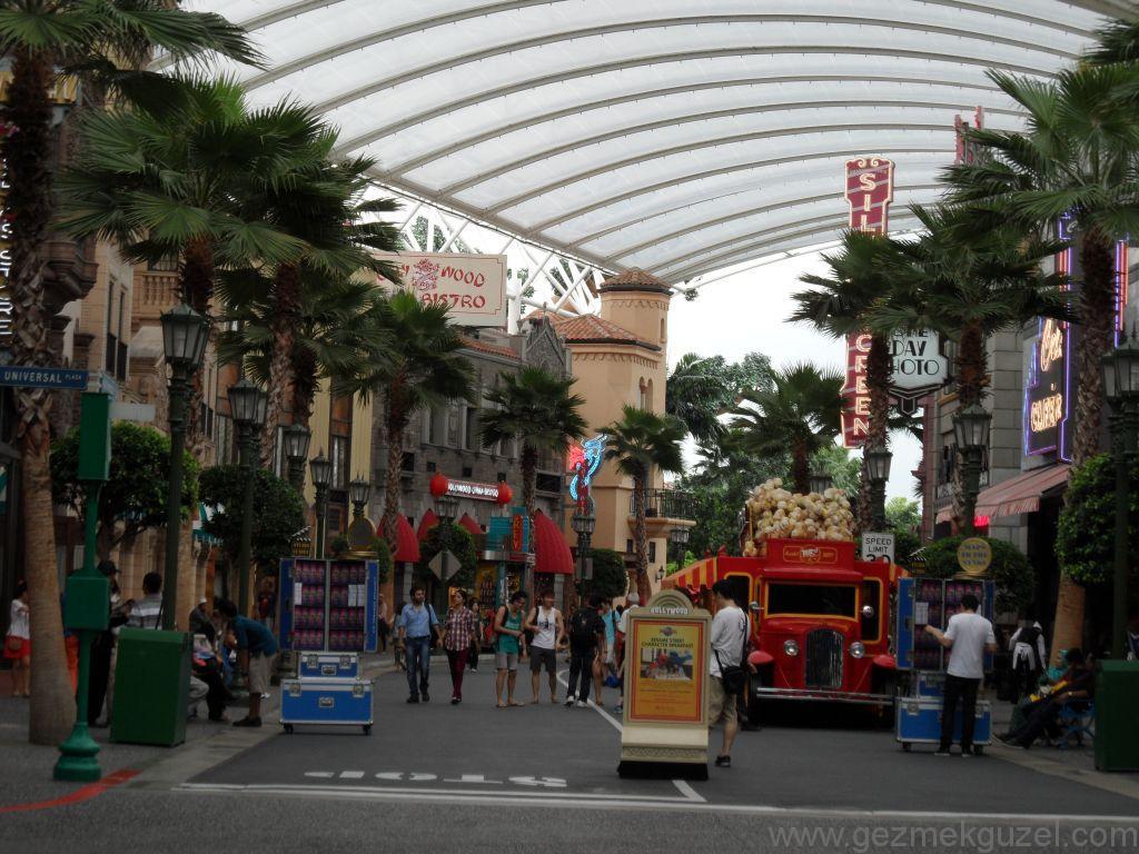 Yeniden Uzakdoğu, Singapur Gezilecek Yerler, Universal Studios 2